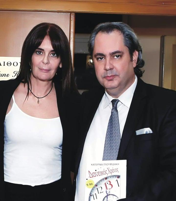 Ξεχωριστή βραδιά για νέο βιβλίο της Κατερίνας Πλουμιδάκη στο Ψυχικό, μέσα σε βαθύ συγκινησιακό κλίμα για την σπουδαία συγγραφέα και δημοσιογράφο του Εθνικού Κήρυκα.